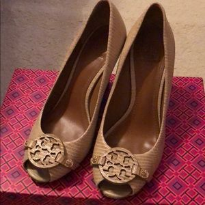 Tory Burch Wedges sz 8 in Trench Tan